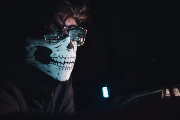 """Governo quer criar """"batalhão civil"""" de hackers do bem"""